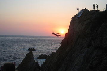 acapulco-cliff-divers-at-night-in-acapulco-42707